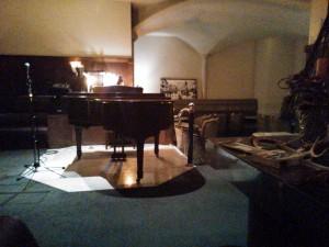 店奥のグランドピアノ